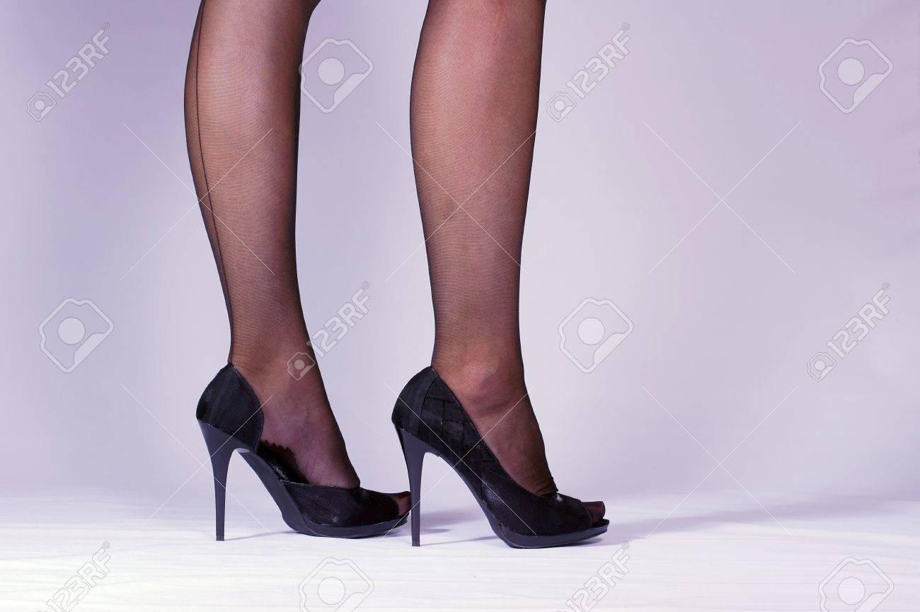 9ad6cbbb2a2 날씬한 여자 다리와 하이힐 로열티 무료 사진, 그림, 이미지 그리고 스톡 ...