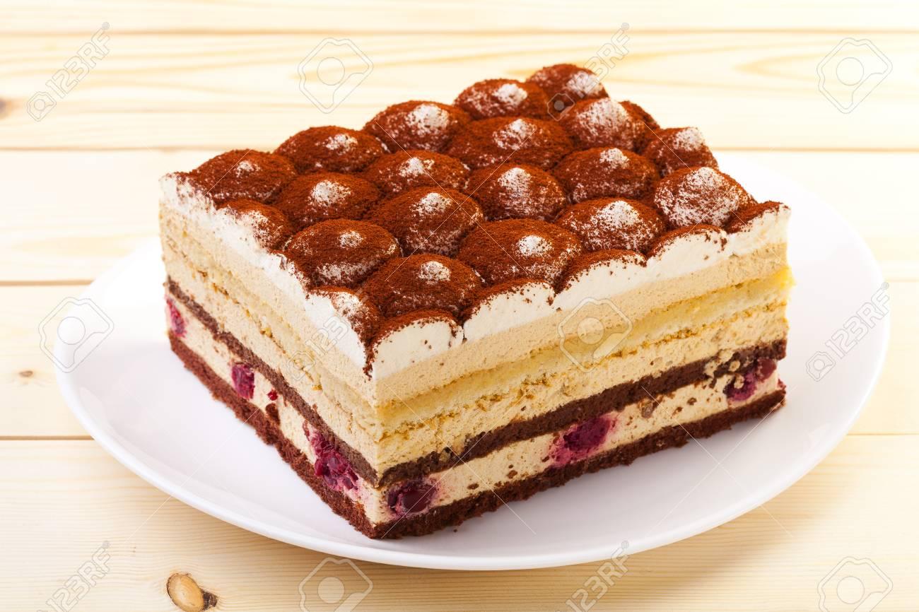 Tiramisu Kuchen Auf Teller Lizenzfreie Fotos Bilder Und Stock