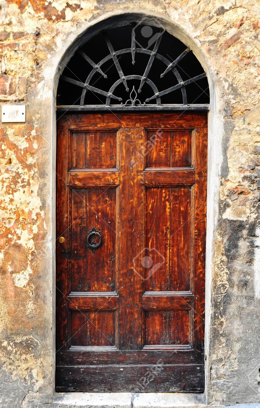 Merveilleux Stock Photo   Wooden Ancient Italian Door In Historic Center