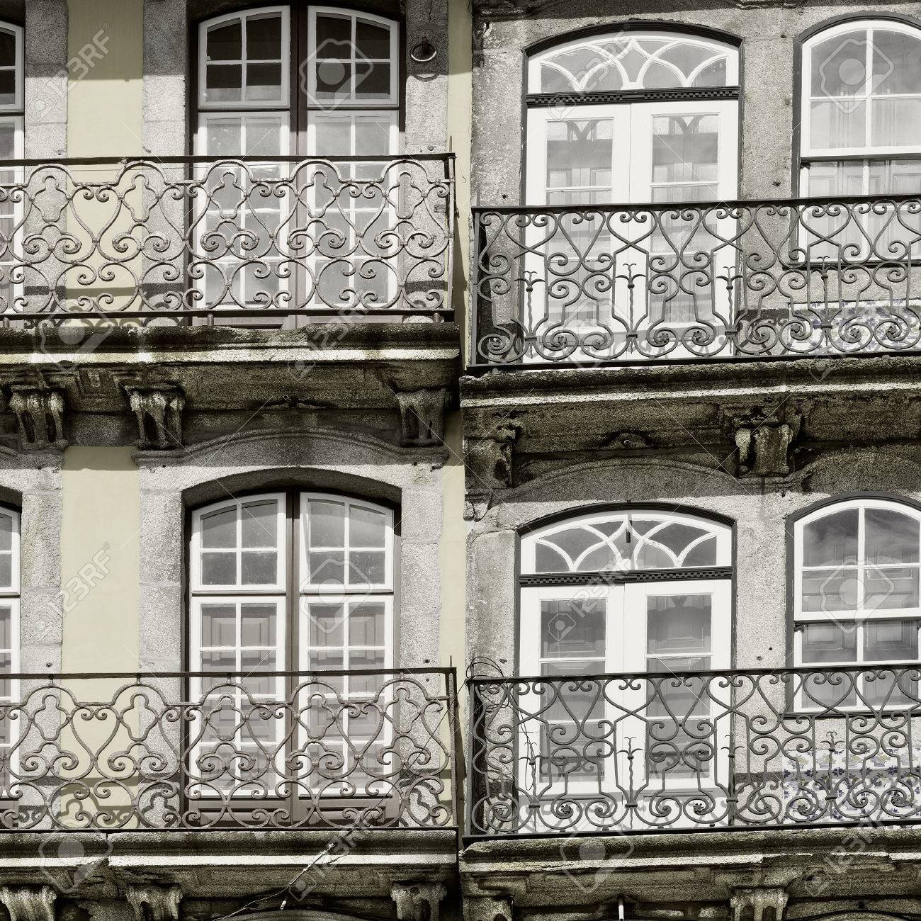 Fachada de la casa vieja del portugus del estilo del vintage enton la imagen