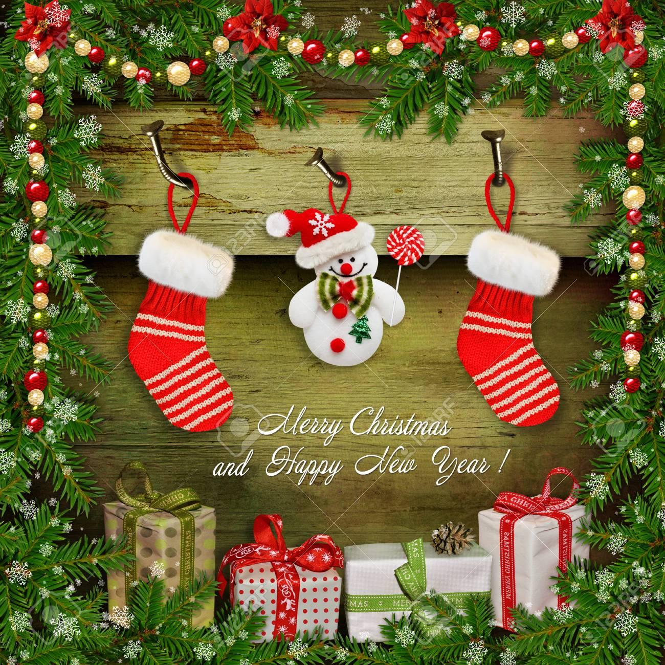 fond de noël avec des cadeaux, bonhomme de neige, chaussette, des