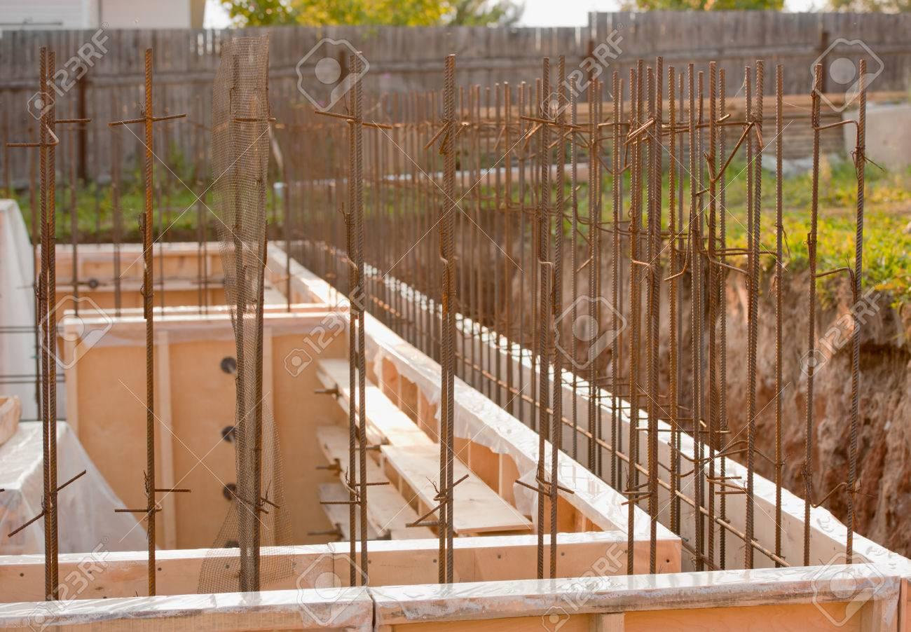 Mur Exterieur En Planche De Coffrage coffrages pour les fondations en béton, chantier de construction,  horizontal, à l'extérieur