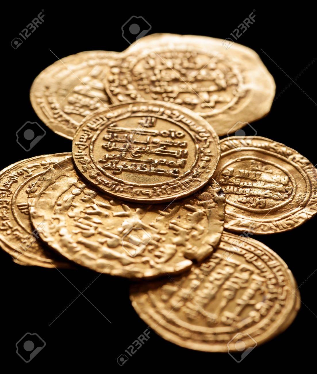 Alte Goldene Islamische Münzen Mit Arabischen Buchstaben Isoliert
