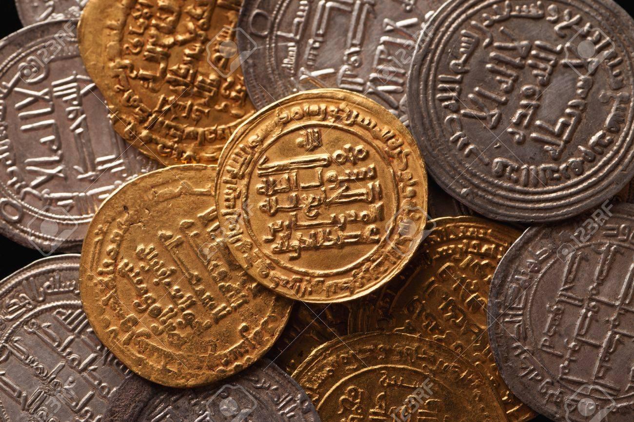 Goldene Und Silberne Alte Arabische Münzen Nahaufnahme Selektiver