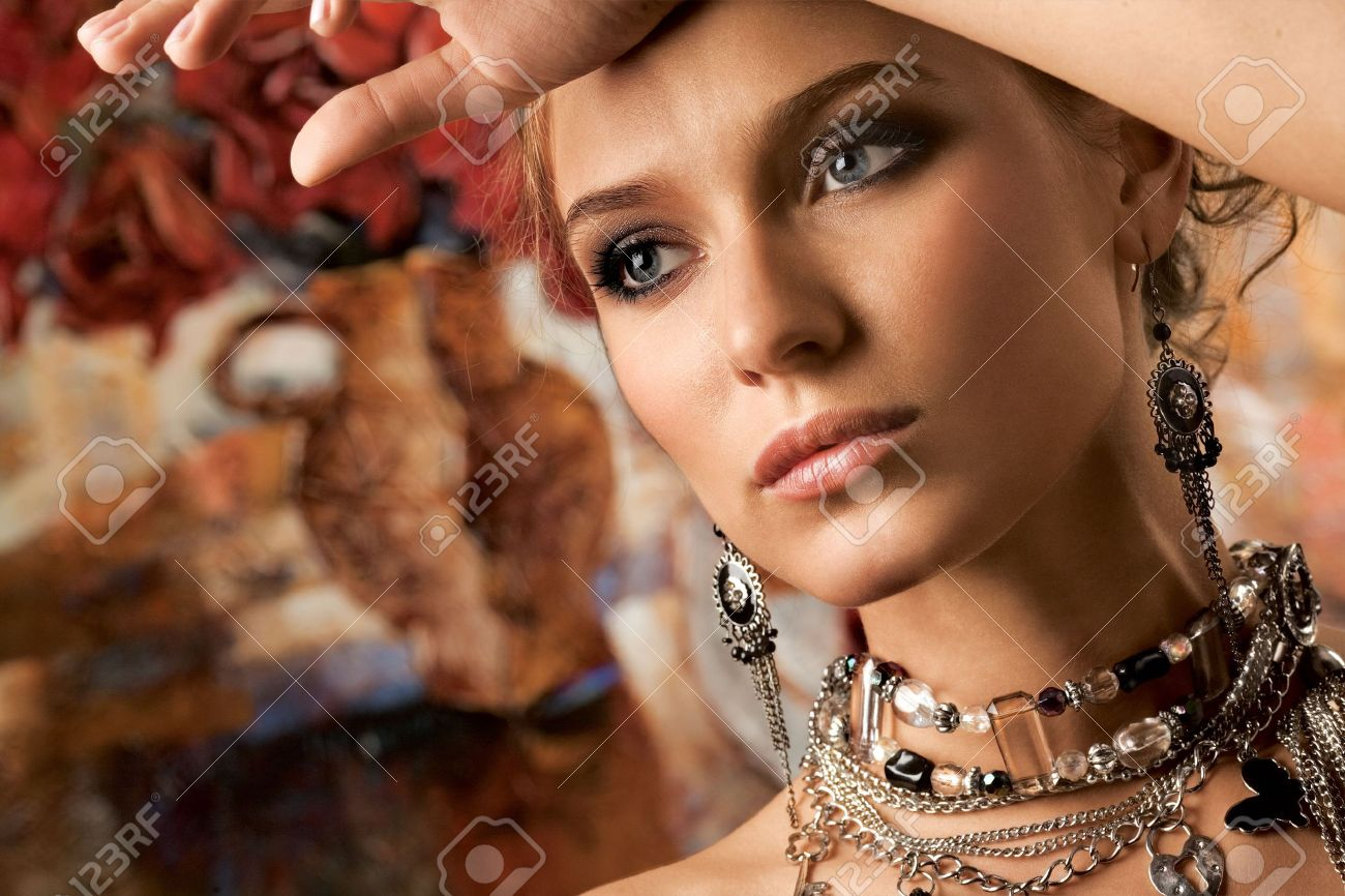 Glamorous Woman. A portrait of a glamorous woman wearing beautiful jewelery. Stock Photo - 4489832
