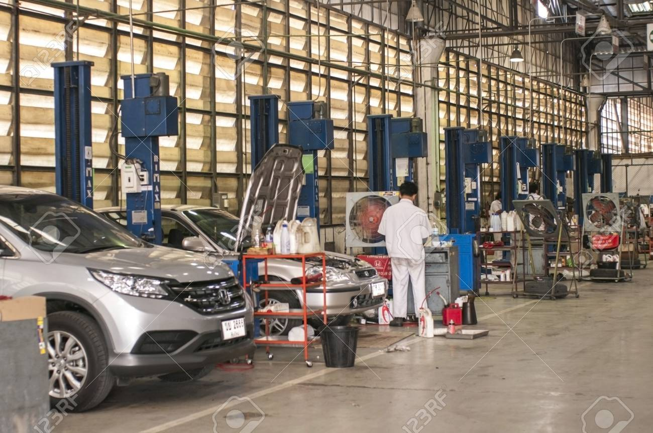 car care, fixing at dealer auto shop - 25982430