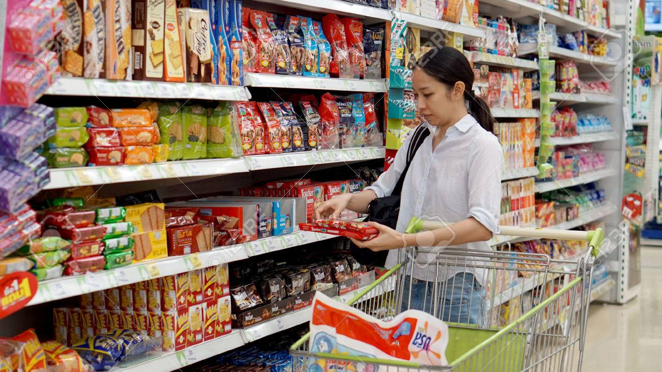Asian girl, woman shopping snacks in supermarket - 43485384