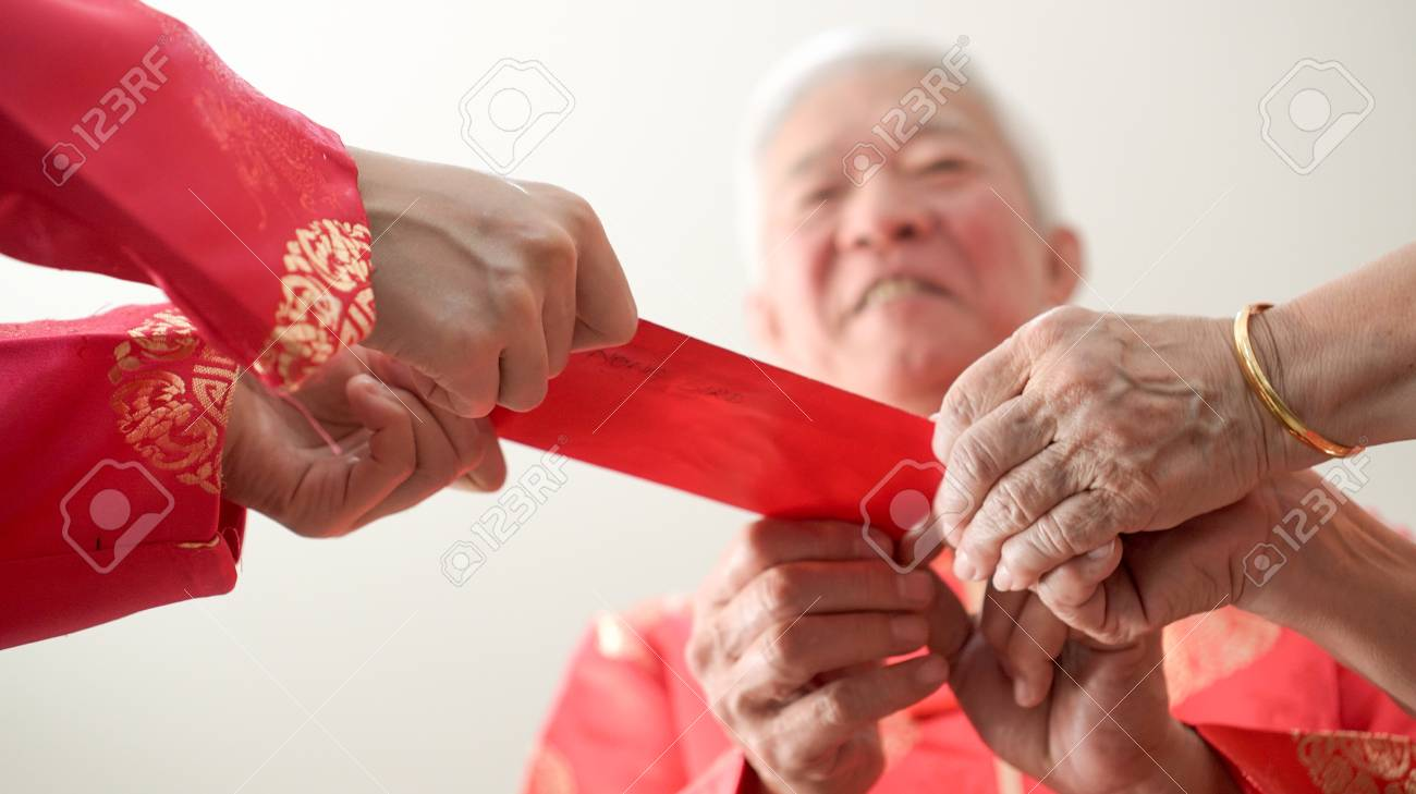 Hand giving red envelop for Chinese new year - 125467442