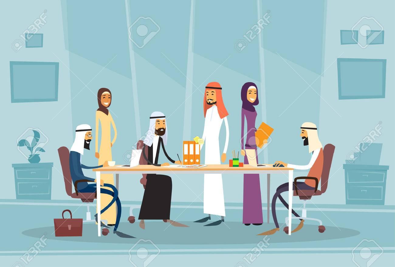 Réunion personnes arab business bureau discutant bureau musulman