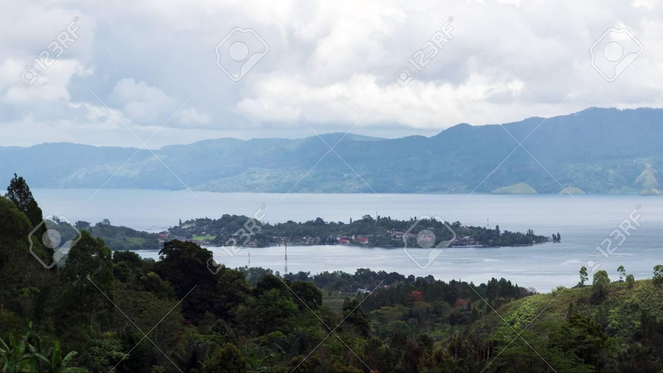 トゥクトゥク半島 Samosir の島...