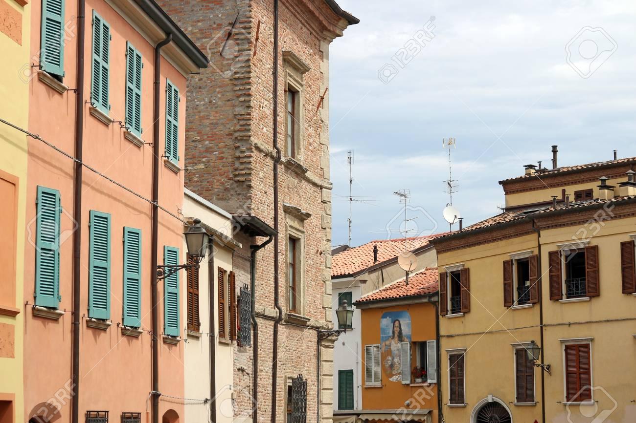 Huizen In Italie : Oude huizen rimini italië royalty vrije foto plaatjes beelden