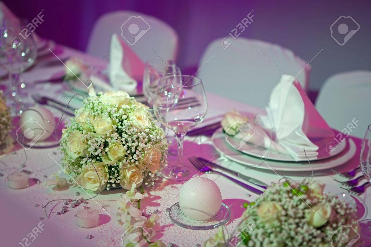 Schone Gelbe Rosen Dekoration Hochzeit Tisch Lizenzfreie Fotos
