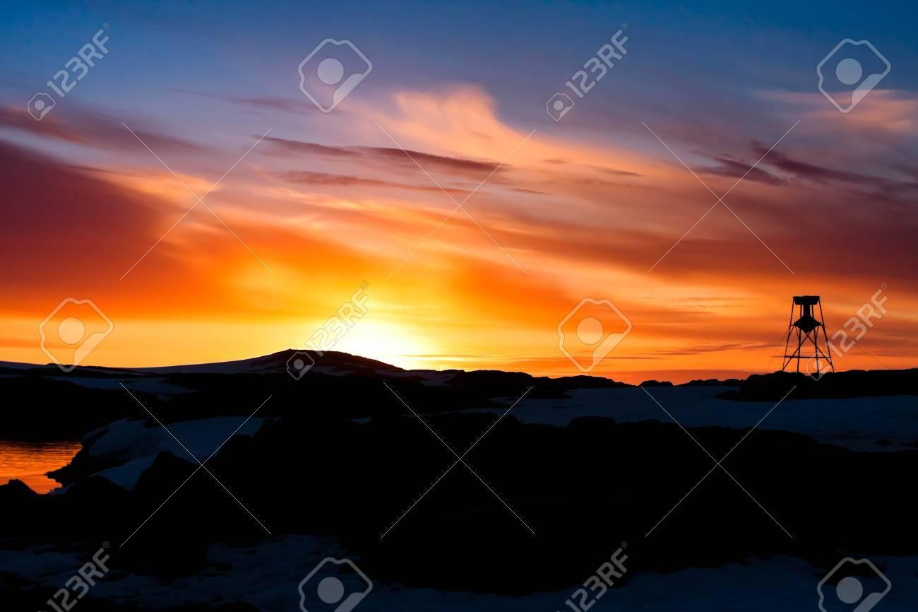 Summer  sunset in Antarctica.  Beautiful winter background. Stock Photo - 10566788