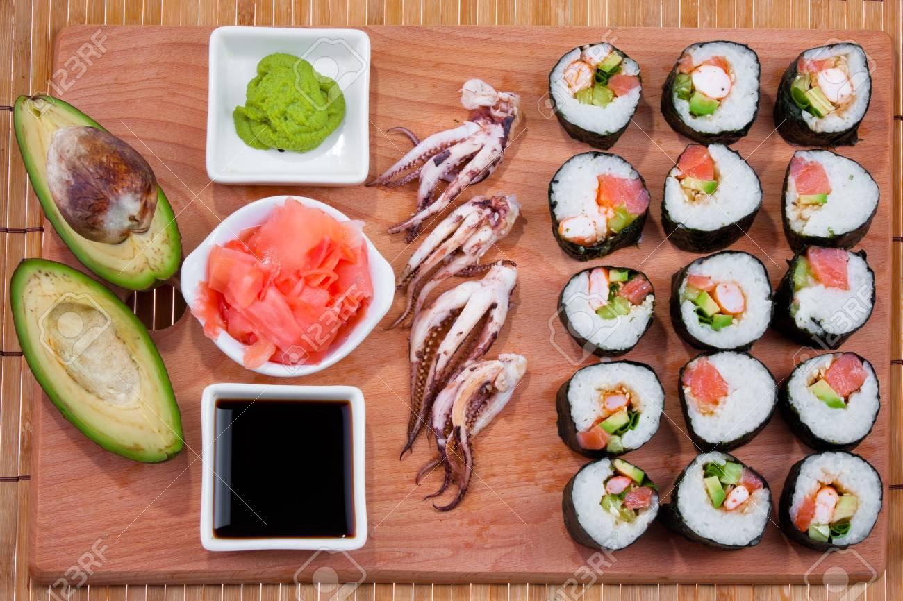 Les sushis japonais, la cuisine traditionnelle japonaise, sushi à domicile