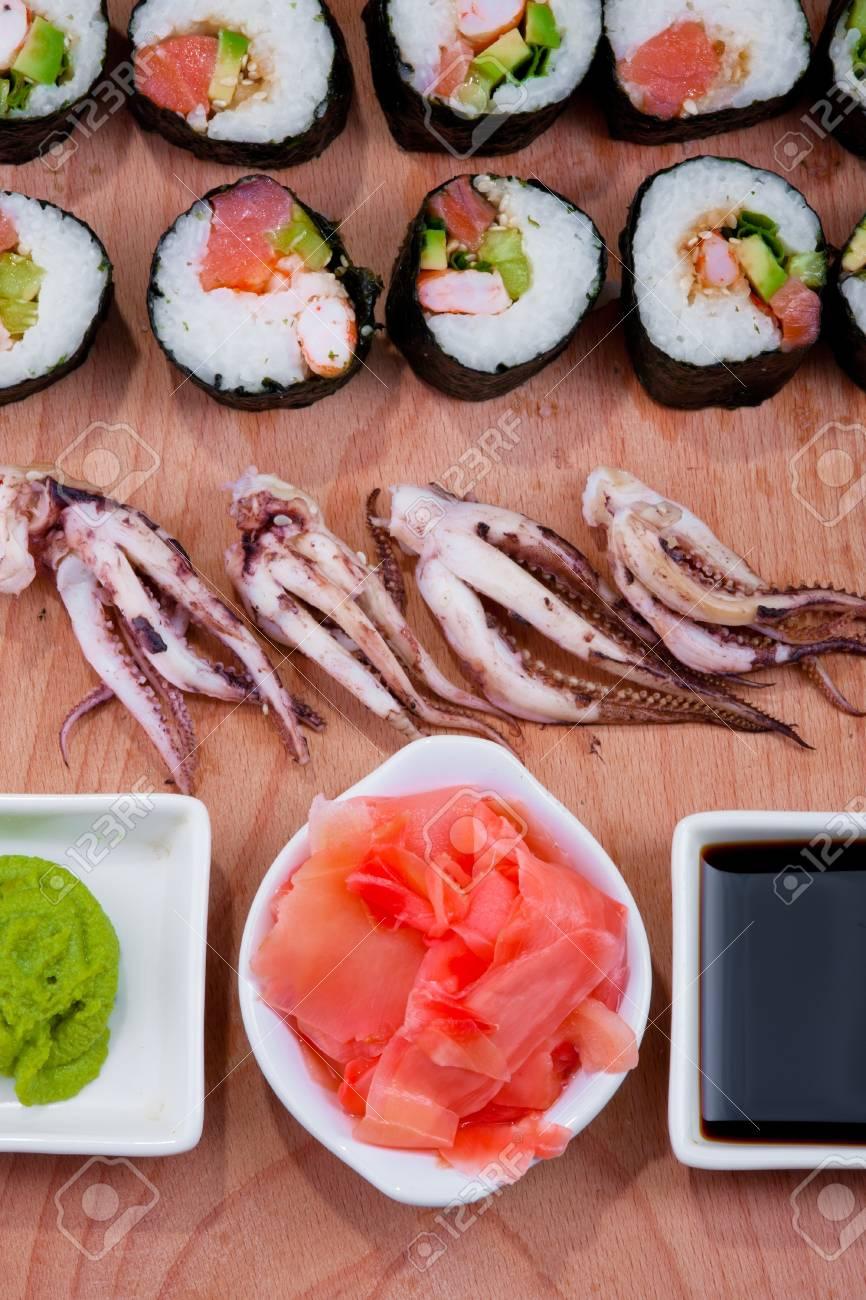Les sushis japonais, cuisine traditionnelle japonaise, sushi à domicile