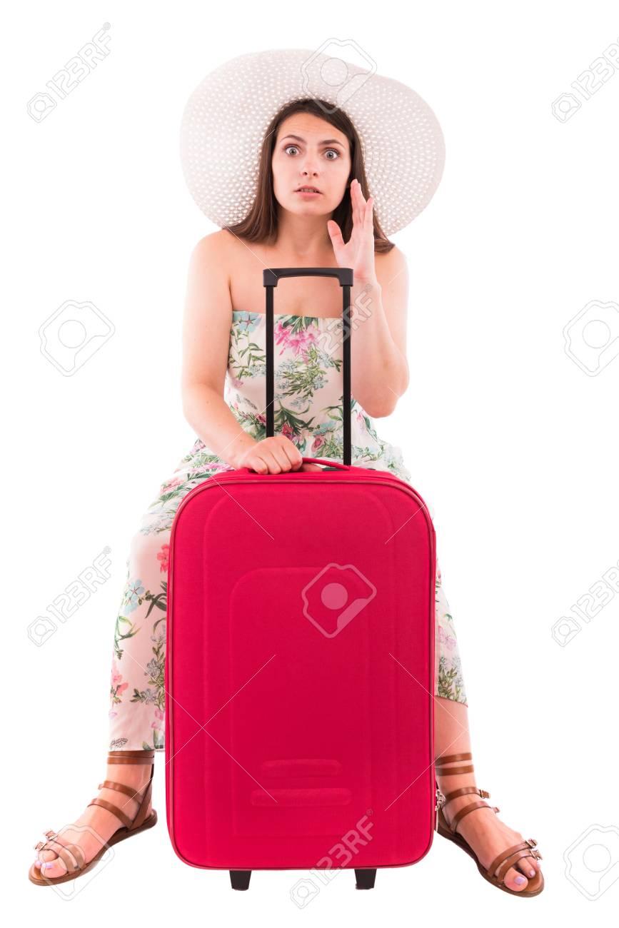写真素材 , 白い背景の赤いスーツケースのドレスを着た女性
