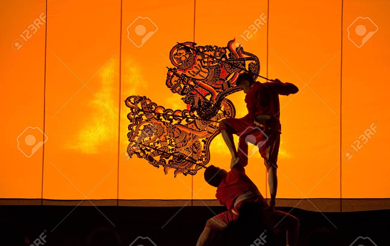 Ratchaburi, Tailandia, 14 de abril de 2017, The Grand Shadow Play  Arte  tailandés de la marioneta de la sombra en la provincia de Rachaburi en  abril