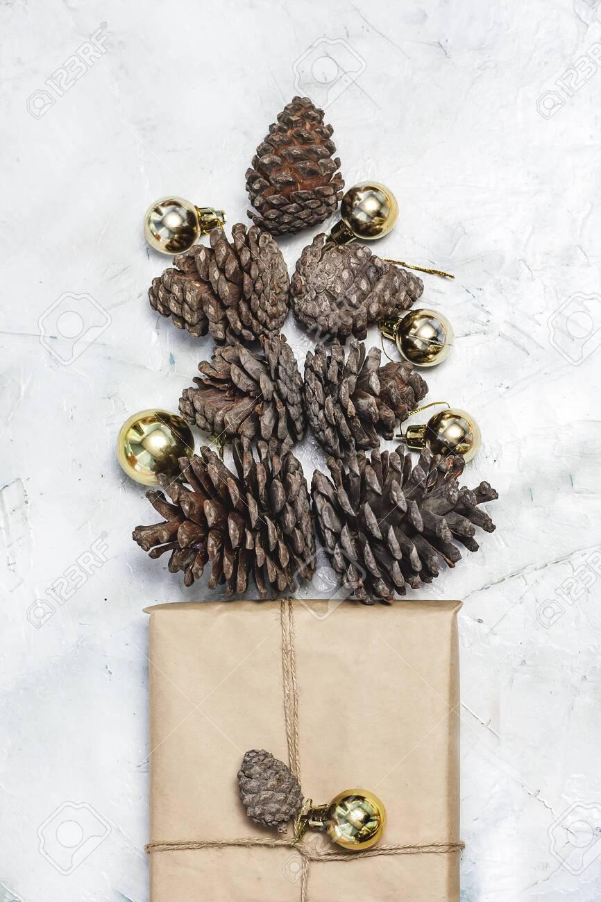 decorate pine cones christmas tree