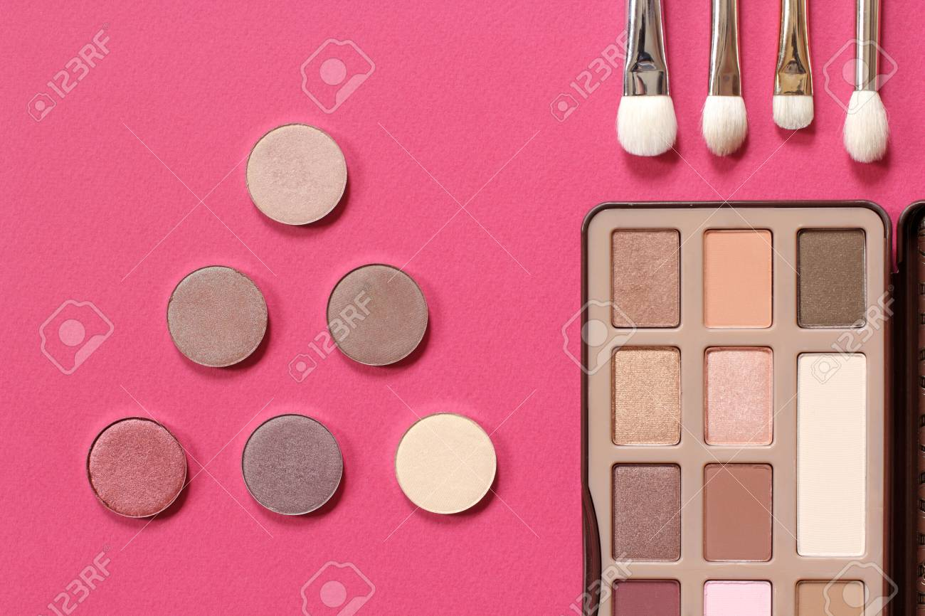 Set For Trendy Natural Eye Makeup Palette Of Eye Shadow In Gold