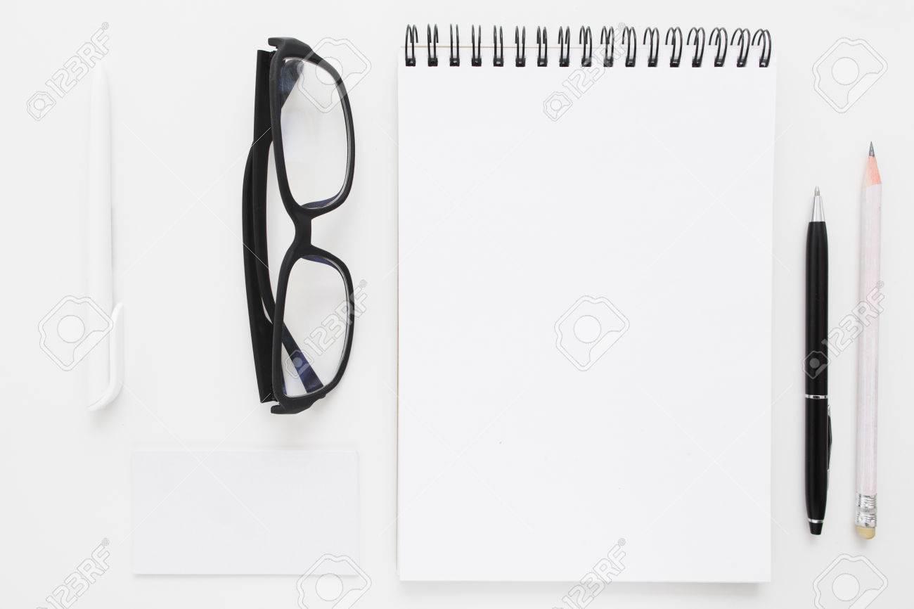 Blank Notebook Mit Briefpapier Und Gläser Flach Lag Mockup