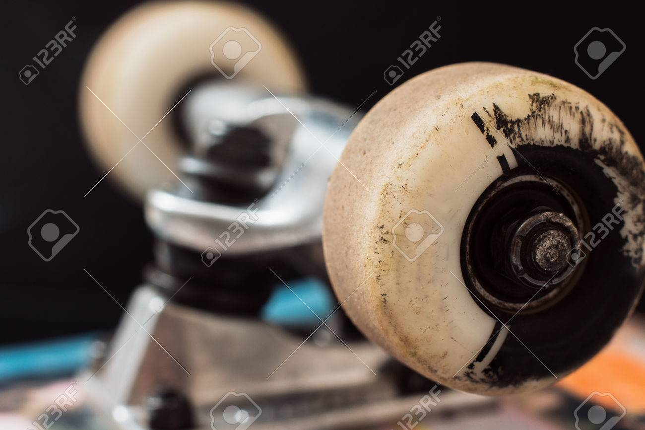 55a2c92d Close up skateboard truck and wheels on black background. Repairing of professional  extreme sport devices