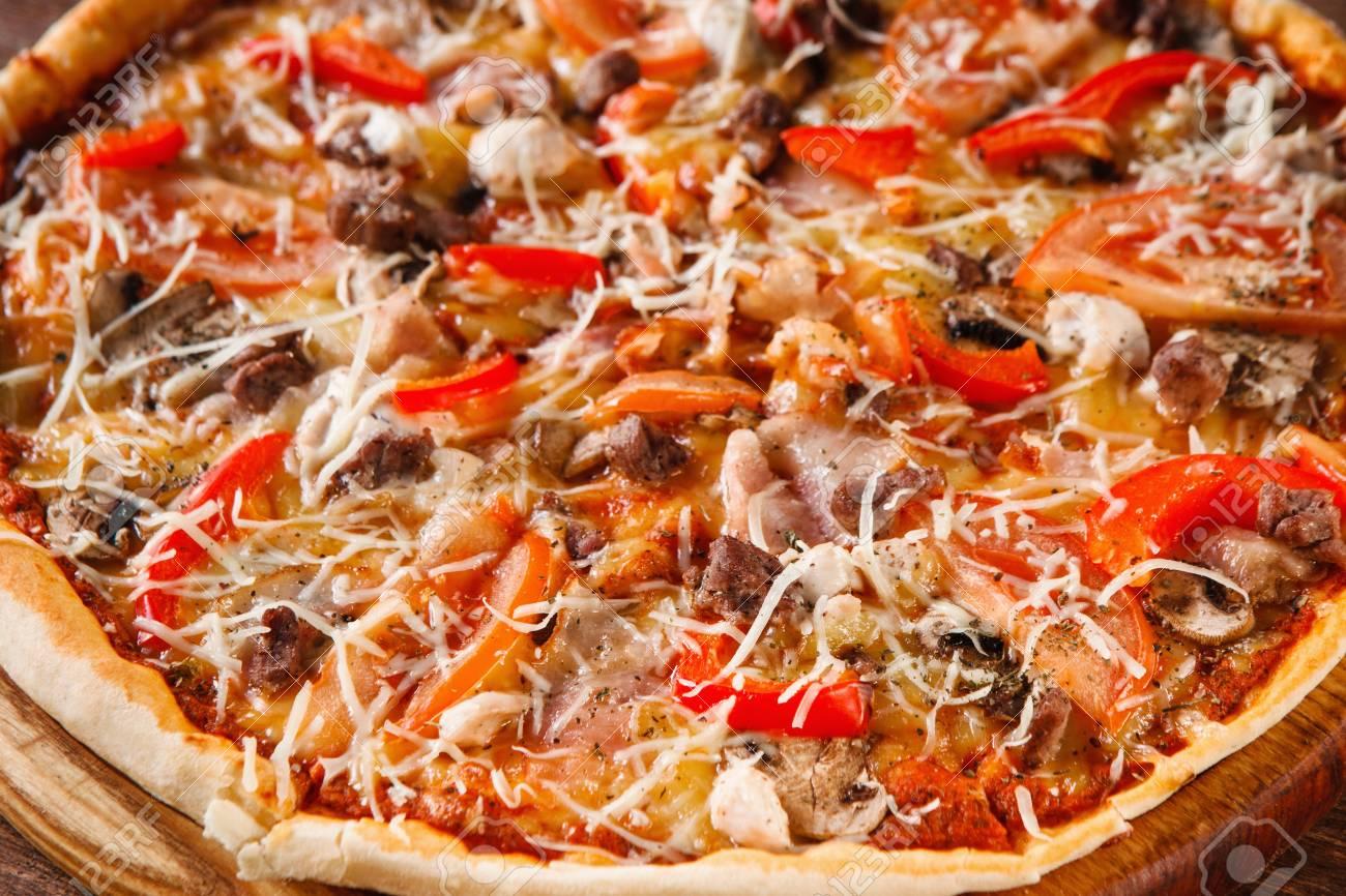 Inspiration Cuisine En U italian traditional cuisine. yummy fresh homemade pizza with..