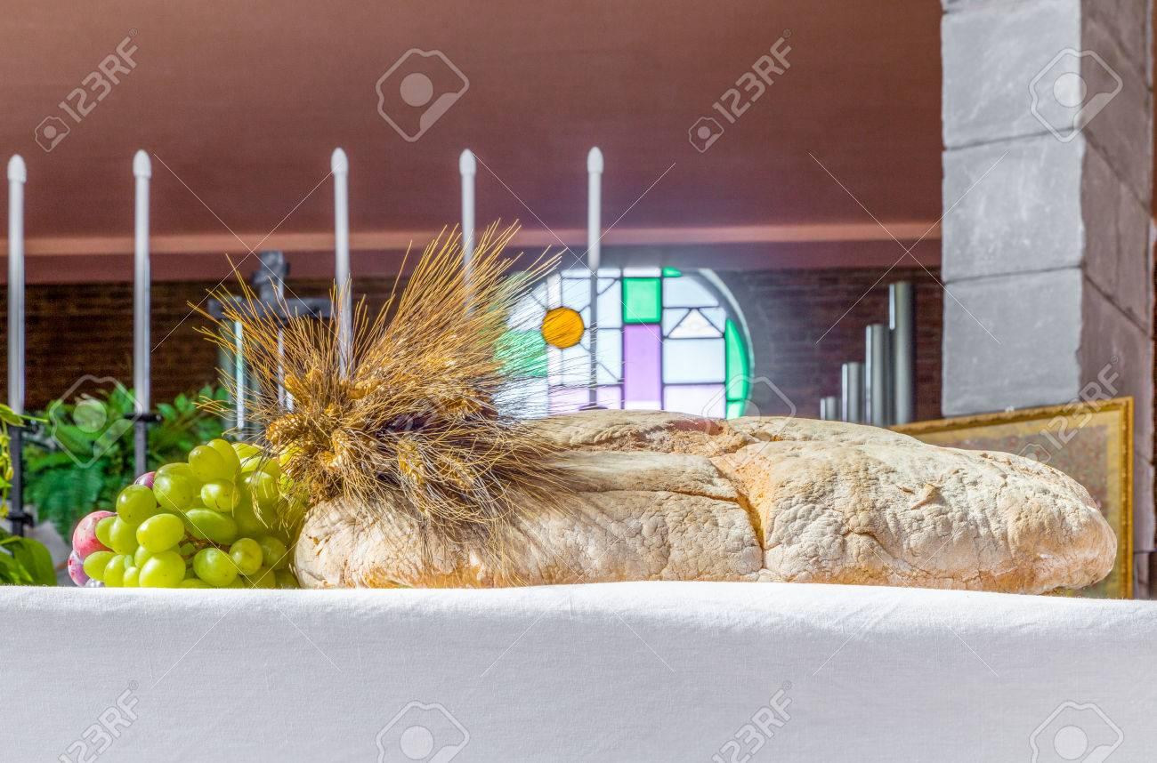 Pan Uvas Y Espigas De Trigo Como Símbolo Del Cristiano Santa Comunión En La Iglesia Católica Italiana