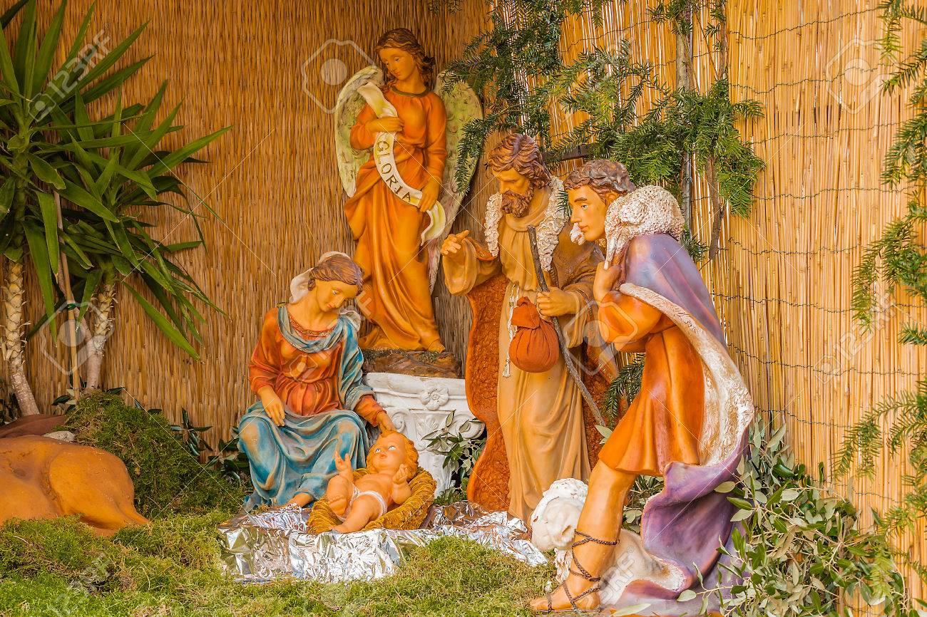Pesebre De Navidad Del Santo Niño Jesús Con La Virgen María Y San
