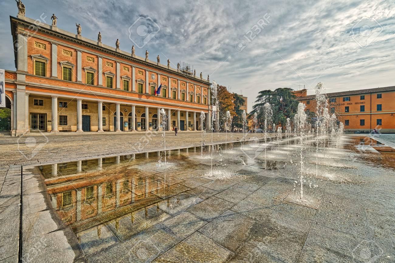 Wasser Spiele Von Xix Jahrhundert Im Großen Platz In Reggio Emilia