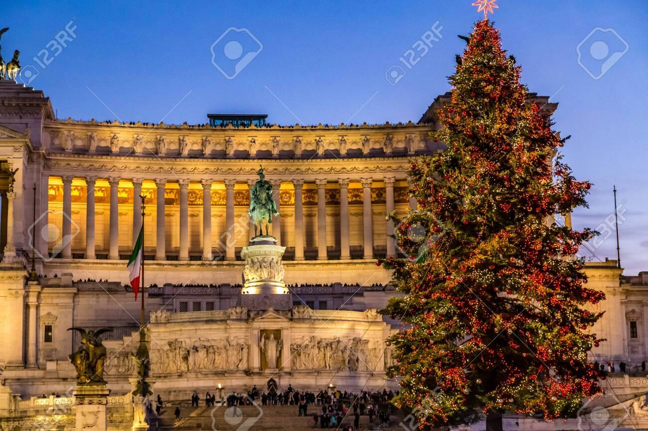 Christmas In Italy 2019.Rome Italy January 1 2019 Tourists Walking Near Altar Of