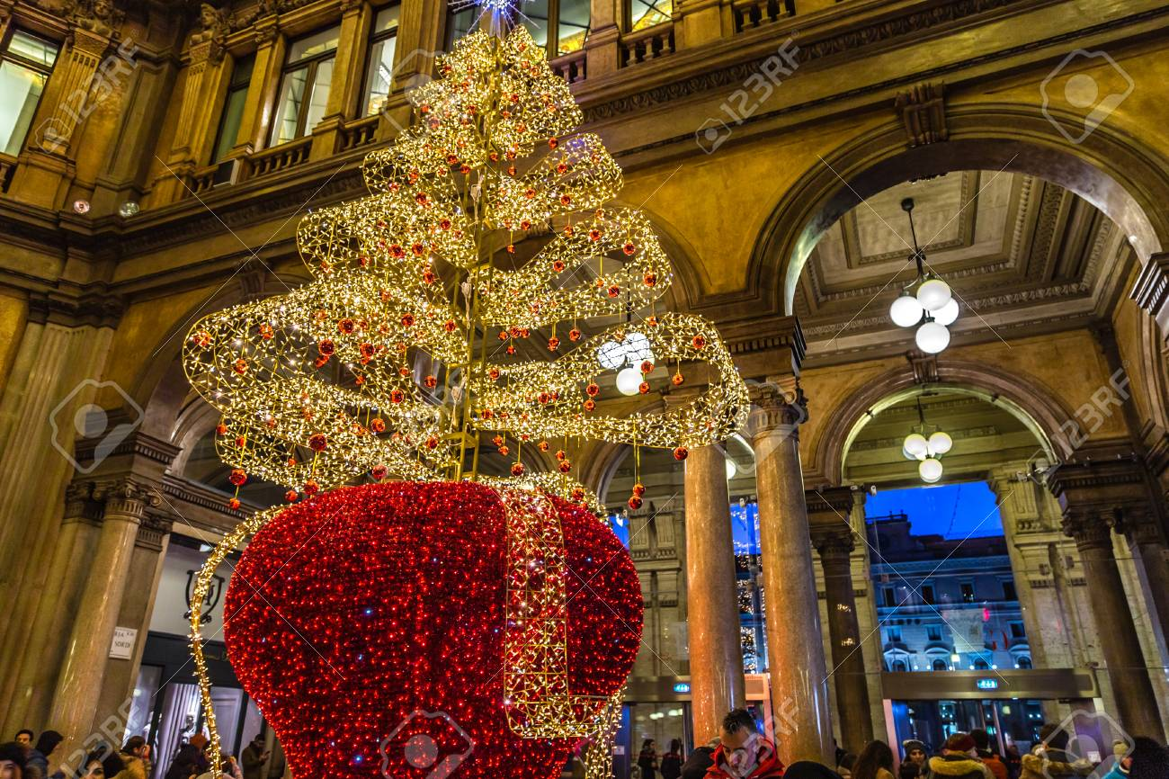 Christmas In Italy 2019.Rome Italy January 4 2019 Christmas Lights Are Enlightening