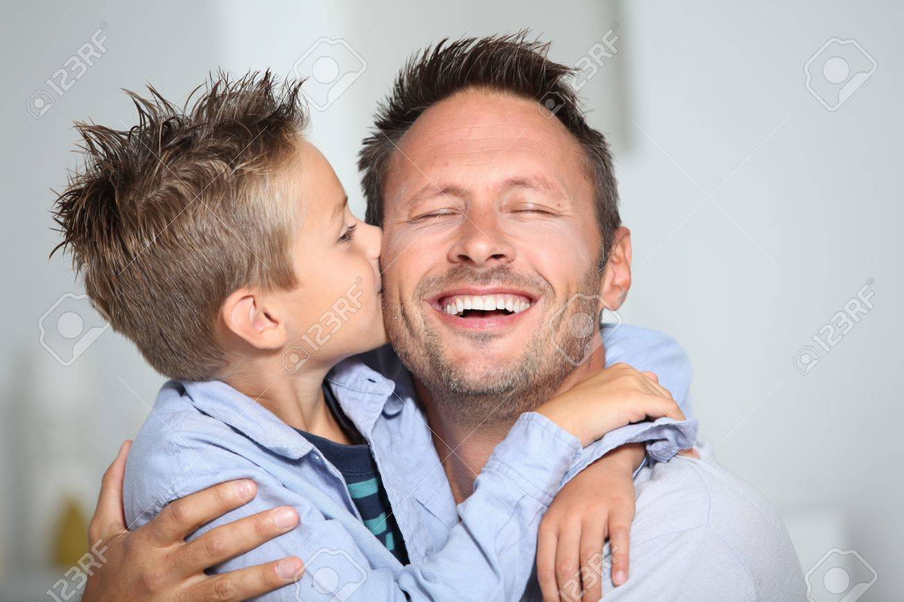 dad Little bond boy giving a kiss to his dad Stock Photo - 7954114