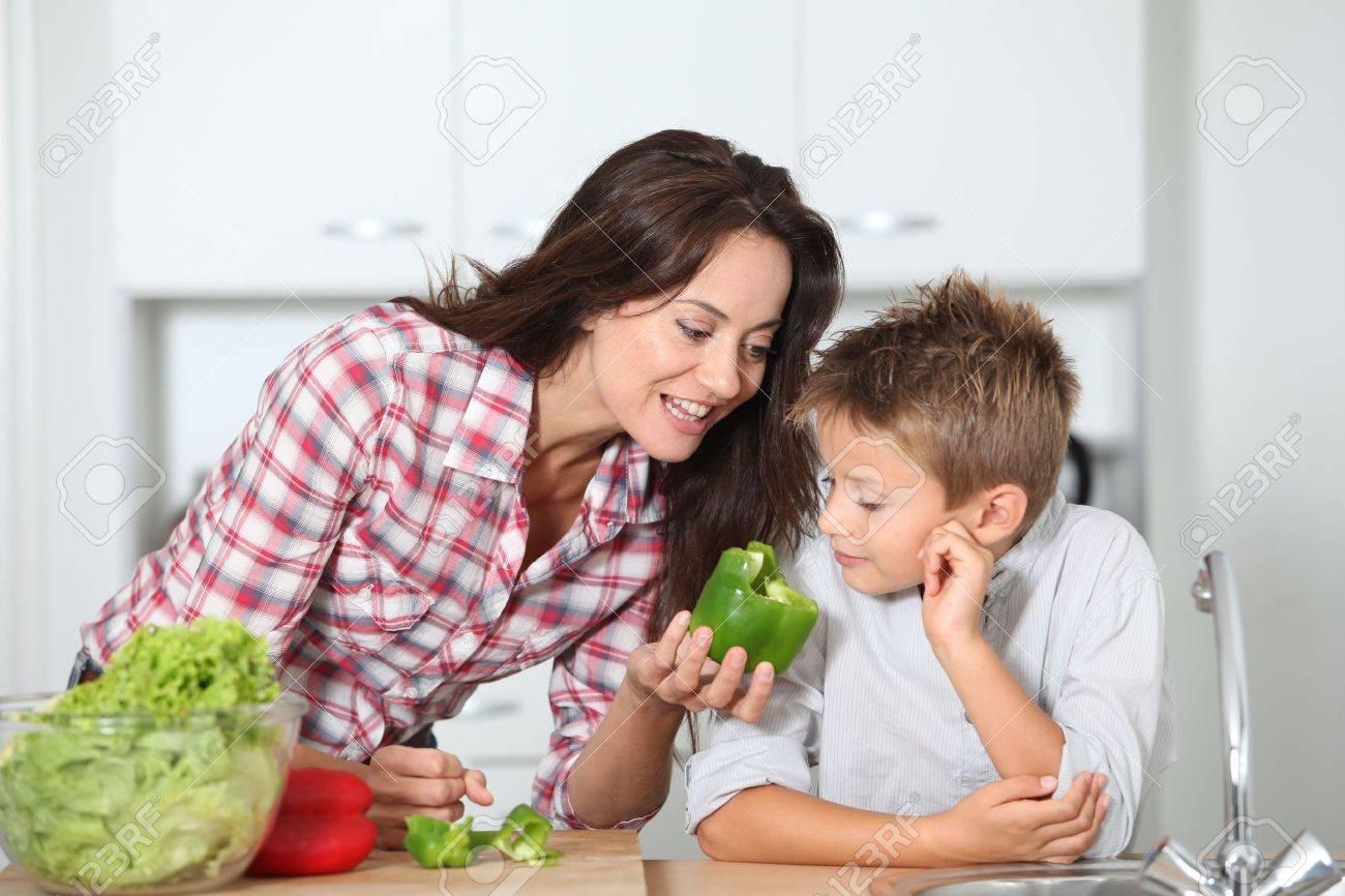 Сын ебаль мама в кухня 14 фотография