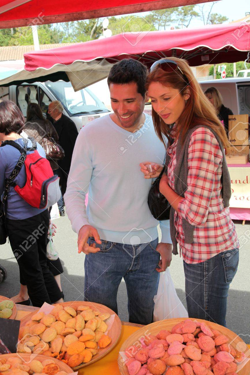 Couple shopping in outdoor market Stock Photo - 9479976