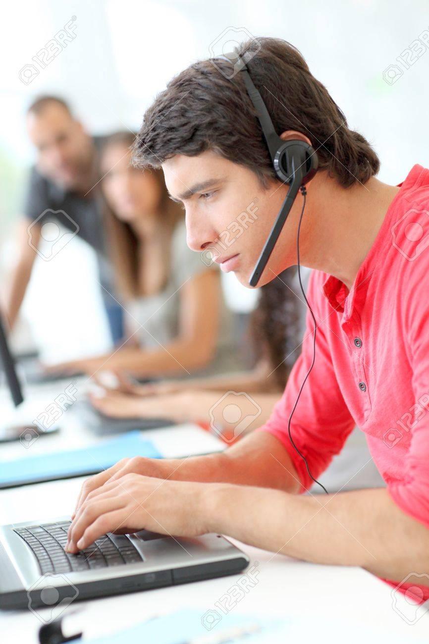 Customer service employee with headphones on - 10013745