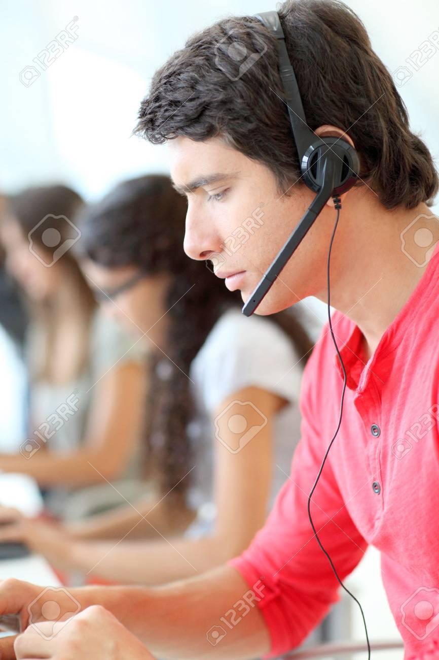 Customer service employee with headphones on - 10013679