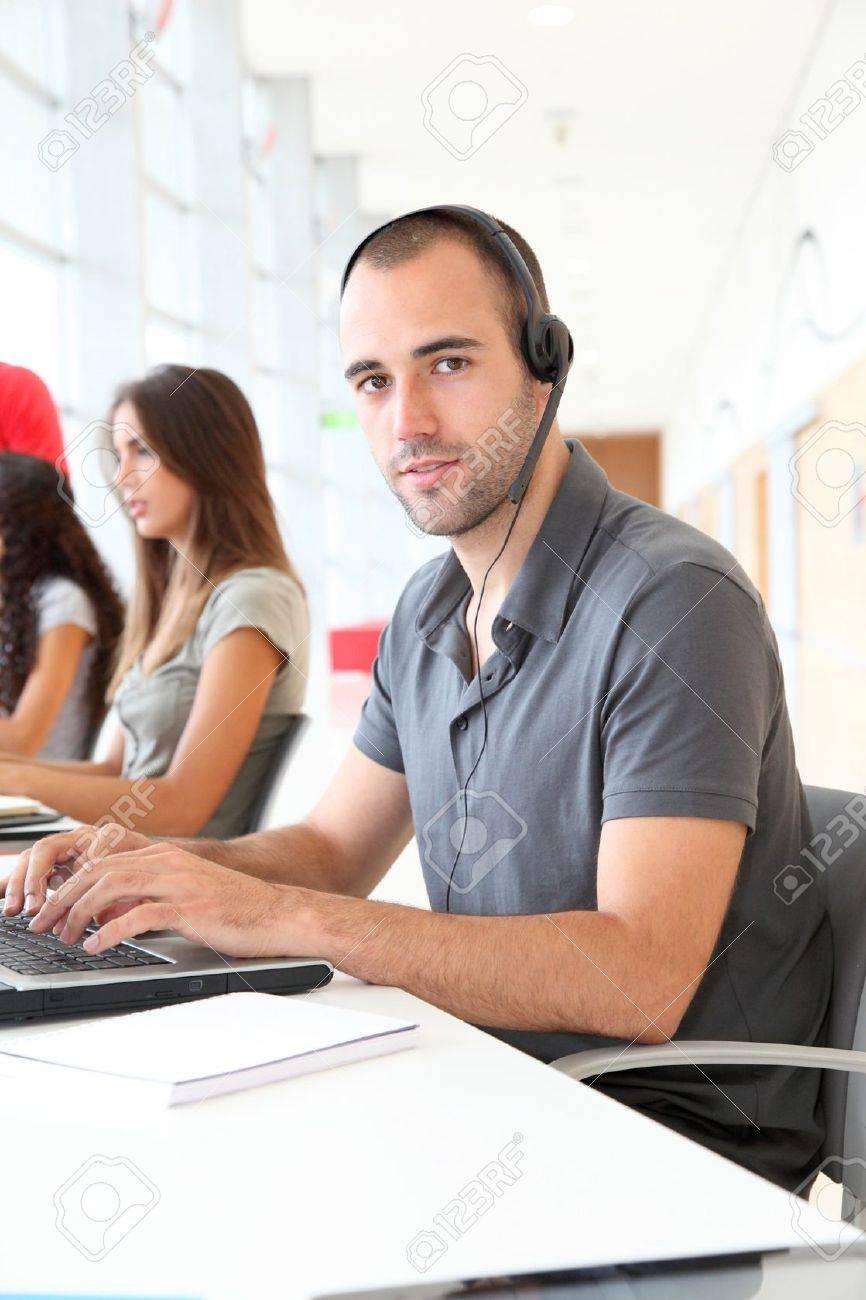 Customer service employee with headphones on - 10012499