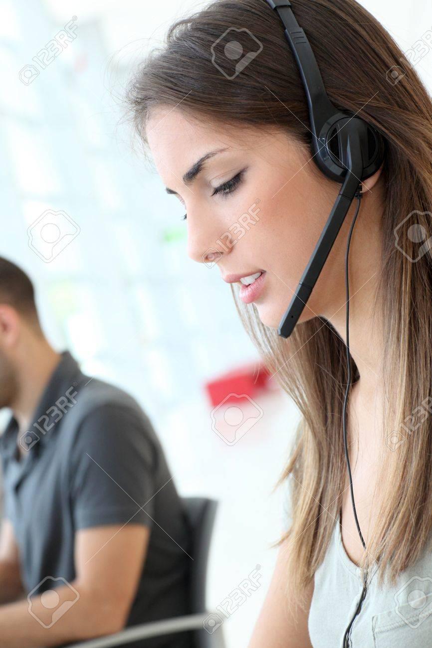 Customer service employee with headphones on - 10013590