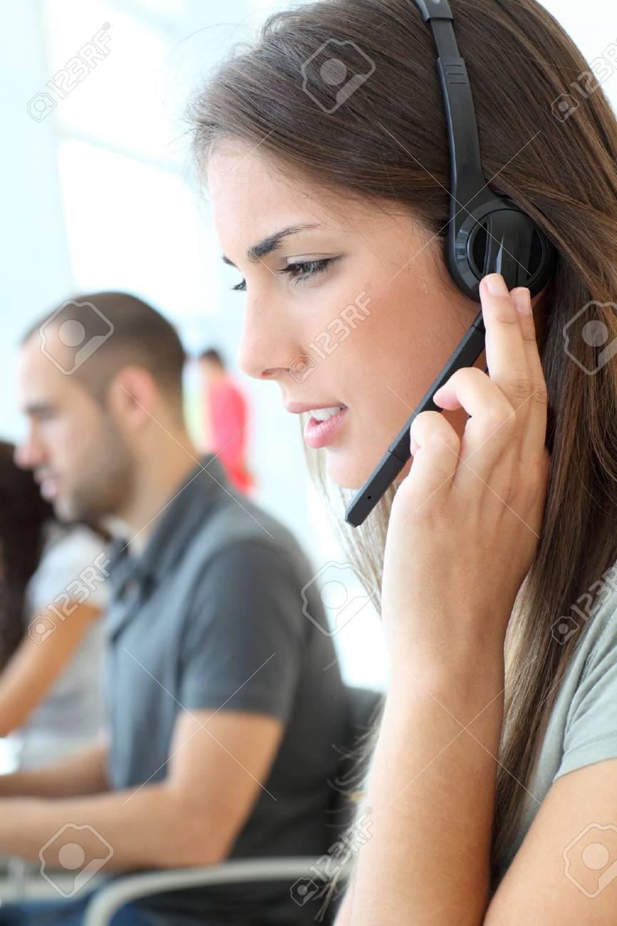 Customer service employee with headphones on - 10013609