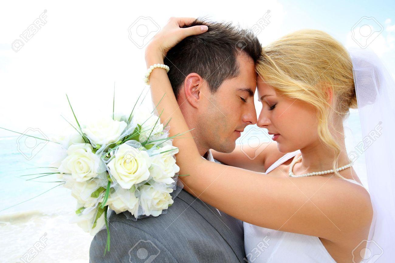 Супружеская пара на диване 18 фотография