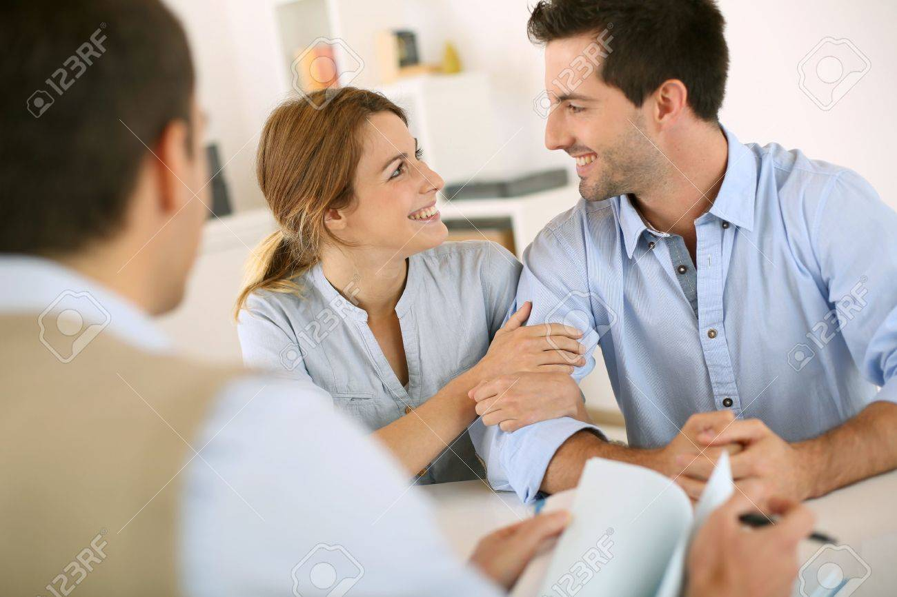 Young couple meeting construction planner - 20199895