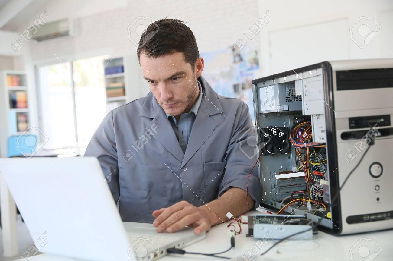 技術者固定コンピューター ハードウェア の写真素材・画像素材 Image ...
