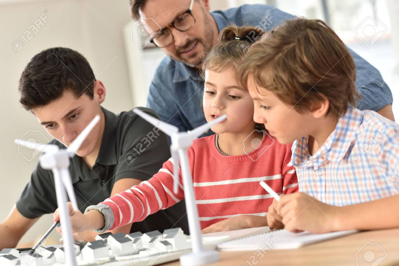 Elementary school pupils learning about renewable energy - 50630497