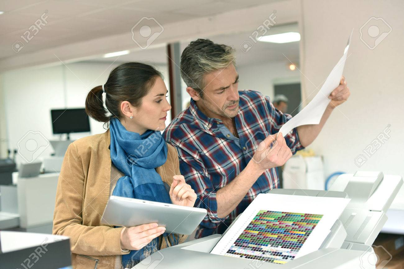 Client in printshop controlling work before final printing Standard-Bild - 50961621