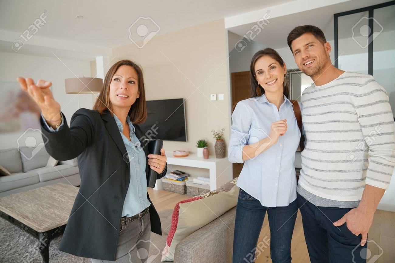 Couple with real-estate agent visiting house for sale Standard-Bild - 67349015