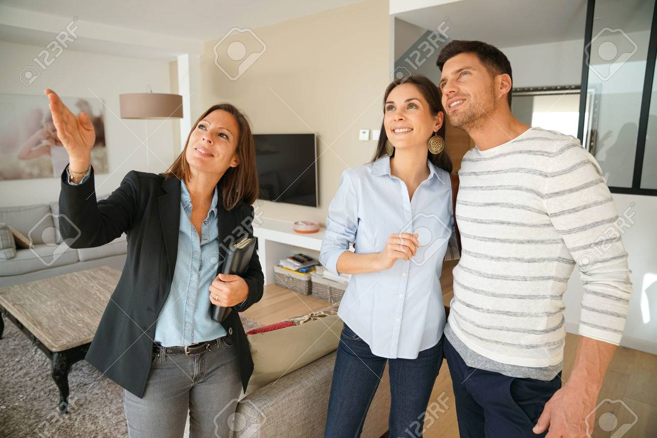 Couple with real-estate agent visiting house for sale Standard-Bild - 67349095