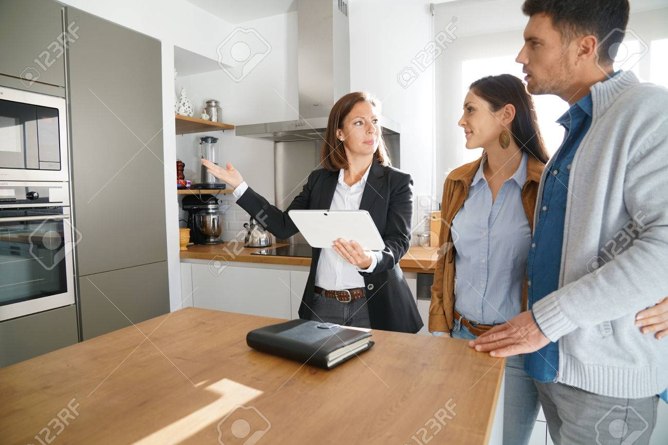 Couple with real-estate agent visiting house for sale Standard-Bild - 67349105