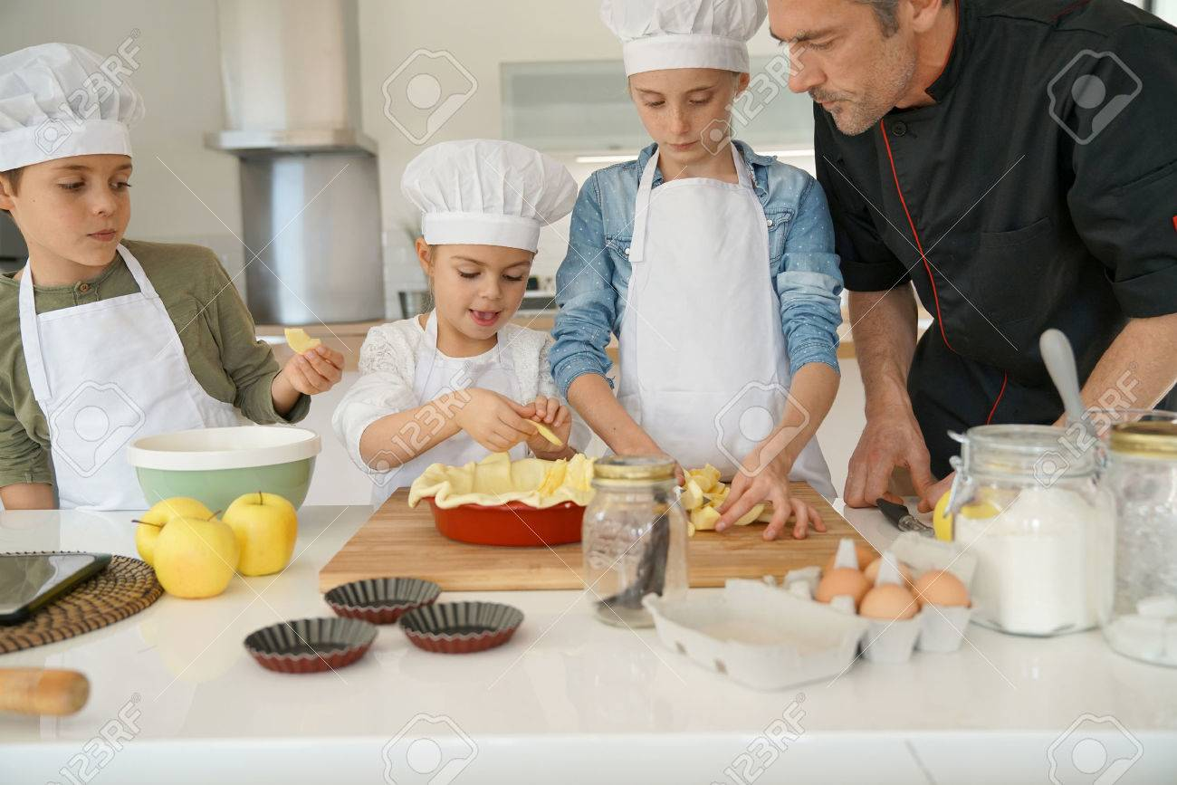 Pastry class with kids little chefs - 69533955