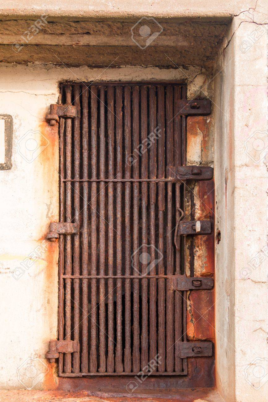 Bon Old Rusty Door In The Form Of A Thick Metal Grate Stock Photo   44612568