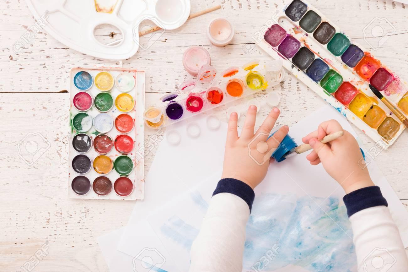 Vista Superior No Desenho Das Maos Da Crianca Imagem Colorida